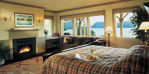 Waterfront hotels lodging vermont lake resorts for Lake willoughby cabins